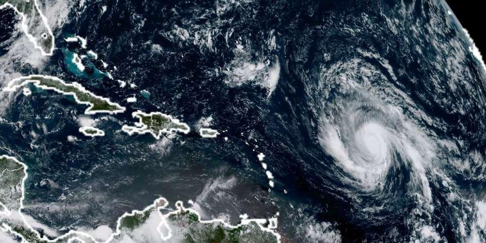 photo-satellite-de-l-ouragan-irma-s-approchant-des-petites-antilles